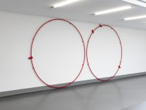 Stefan Wissel, Neue Runde, 2016, steel, drink cans, powder coat, 300 x 600 x 50 cm, photo: Achim Kukulies